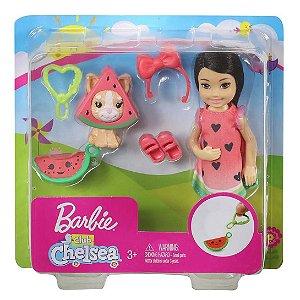 Boneca Barbie Club Chelsea com Fantasia de Melancia Ghv69
