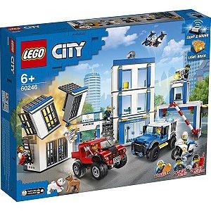 Lego City Playset Delegacia de Policia com 743 Peças 60246