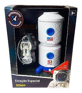 Estação Espacial Com Astronauta Emissão De Luz E Som F00240