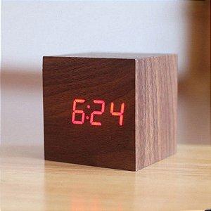 Relógio de Madeira Quadrado - marrom