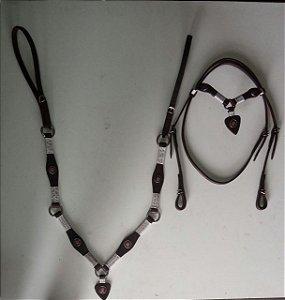 Conjunto peitoral e cabeçada de coração marrom escuro