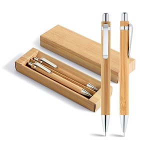 Conjunto de esferográfica e lapiseira Bambu Esferográfica: 1,5km de escrita Lapiseira: grafite 07 Em estojo de cartão