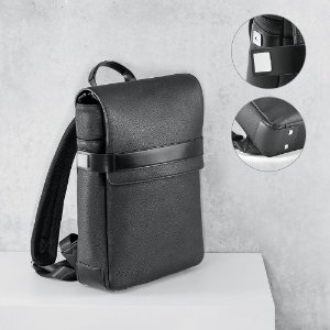 A mochila EMPIRE é sofisticada, construída em polipele texturada de elevada qualidade