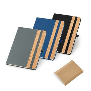 Caderno capa dura Cortiça e PU 96 folhas pautadas cor marfim Suporte para esferográfica e banda elástica Esferográfica não inclusa Fornecido em embalagem de non-woven