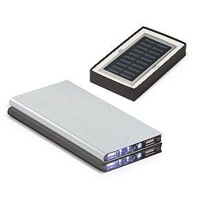 Bateria portátil Alumínio Com painel solar e LED Bateria de lítio Capacidade: 8000 mAh Tempo de vida ≥ 500 ciclos Com entrada 5V/1A, saída 5V/1-21A e 2 portas USB Incluso cabo USB/micro USB para carregar a bateria Fornecida em caixa presente