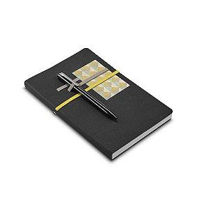 Caderno C. sintético. 96 folhas não pautadas. Fornecido em embalagem de non-woven. Esferográfica não inclusa. 140 x 210 mm   Embalagem: 185 x 240 mm