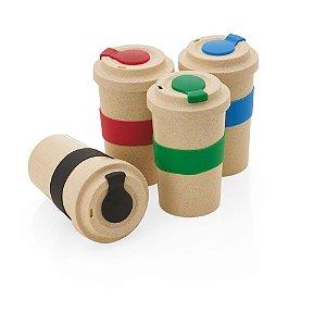 CO020 - Copo em fibra de bambu com pegador e proteção do bico em silicone, capacidade 450ml.