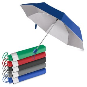 GC1010 -  Guarda-chuva com cabo plástico e haste de metal, com capa protetora, abertura manual, tecido poliéster, com oito varetas.