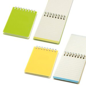SP 33402 - Caderno Caderno. PP. Com 64 folhas pautadas cor creme. 75 x 100 mm