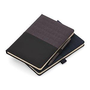 CAD270 - Caderno de anotações com suporte para caneta, capa dura almofadada em material sintético, miolo 80 folhas pautadas na cor bege. (Não acompanha caneta)