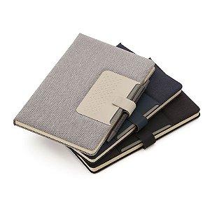 CAD280 - Caderno de anotações com suporte para caneta, fechamento magnética, capa dura em material sintético, miolo 80 folhas pautadas na cor bege. (NÃO ACOMPANHA CANETA)