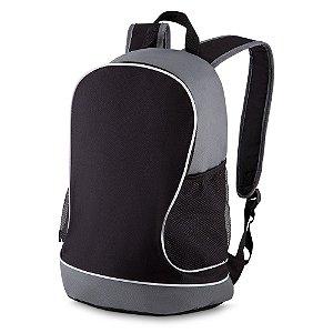 MC218 - Mochila em polyester, dois bolsos laterais em malha, bolso central, alça de ombro e mão, gravação frontal.