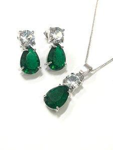 Conjunto com pedras de zircônia e pedra verde no banho de ródio branco