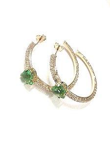 Brinco de Argola Cravejado de Zircônia com Pedra Verde Formato Coração