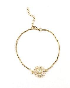 Pulseira folheada a ouro com pingente de flor cravejado com zirconias