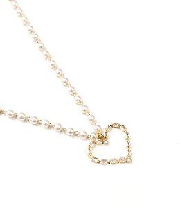 Gargantilha Choker folheada a ouro com perolas  e pingente de coracao cravejado de zirconia