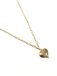 Gargantilha folheada a ouro  corrente cartier e pingente de coração