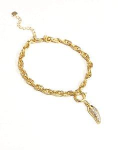 Pulseira  folheada a ouro com pingente de pimenta cravejado de zirconia