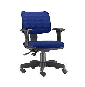 Cadeira secretária com braços e encosto reguláveis