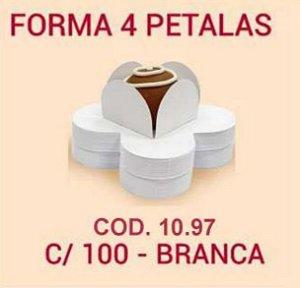 Forminha de petala branca - 50 unidades