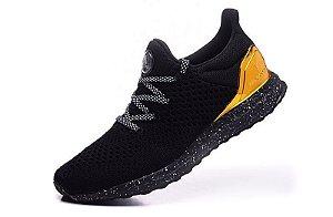 Tênis Adidas Ultra Boost SNS - Masculino - Preto/Dourado