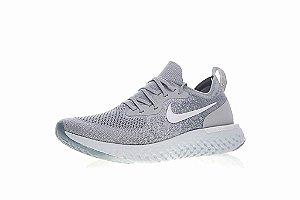 Tênis Nike Epic React Flyknit - Feminino - Cinza e Branco