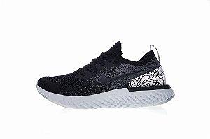 Tênis Nike Epic React Flyknit - Feminino - Cinza e Preto