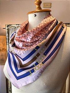 Lenço estampado rosa (seda)