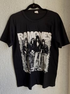 Camiseta Nova preta Ramones (M e GG)