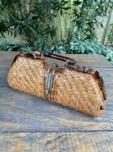 Bolsa vintage de mão em palha e acrílico
