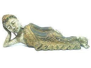 Buda deitado em madeira