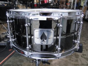 """Caixa PDP by DW The Ace Black Chrome Over Brass 14x6,5"""""""
