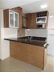 Cozinha Planejada Sob Medida em MDF Carvalho Munique da Duratex e Branco Texturizado da Masisa.