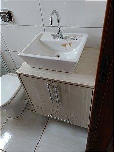 Banheiro Planejado Sob Medida em MDF Noce Mare da Duratex e MDF Branco TX da Masisa.