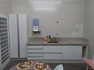 Cozinha Planejada Sob Medida em MDF Branco Texturizado da Masisa.