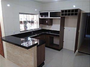 Cozinha Planejada Sob Medida em MDF Carvalho Ristretto da Arauco.