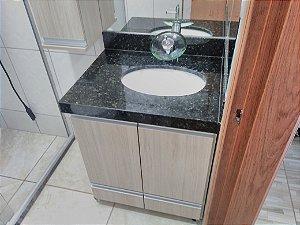 Banheiro Planejado Sob Medida em MDF Branco TX da Masisa e MDF Carvalho Berlim da Duratex.