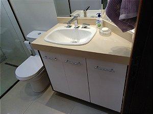 Banheiro Planejado Sob Medida em MDF Branco Supremo da Arauco, MDF Carvalho Munique da Duratex e MDF Branco Lacca da Eucatex.