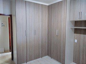 Dormitório Planejado Sob Medida em MDF Branco TX da Masisa e MDF Carvalho Leggero da Arauco.