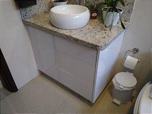 Banheiro Planejado Sob Medida em MDF Branco Lacca da Eucatex.