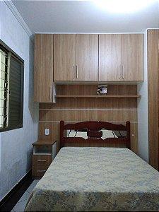 Dormitório Planejado sob Medida em MDF Branco TX e MDF Carvalho Hanover.