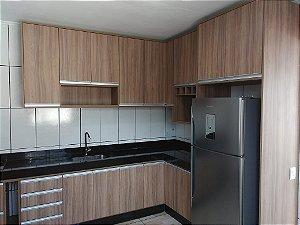 Cozinha Planejada sob Medida em MDF Larnaca e MDF Branco TX.