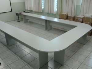 """Mesa em """"U"""" - Mesas confeccionadas em MDF 25 mm e 15 mm, cor Duratex Cristal - com Sapatas Niveladoras"""