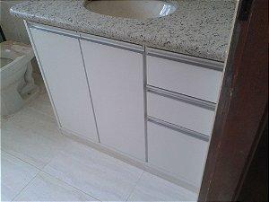 Banheiro Planejado Sob Medida em MDF Duratex Ultra Branco Diamante.