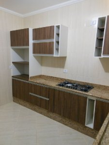 Cozinha Planejada Sob Medida em MDF Branco TX e Ameixa Negra