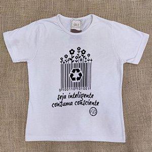 """T-shirt """"Seja inteligente, consuma consciente"""""""