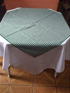 Locação de kit  com Toalha Branca 1,40m + Cobre Mancha xadrez Verde 70x70cm