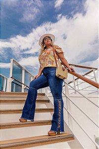 Calça Jeans Bootcut com Ilhós Plus Size