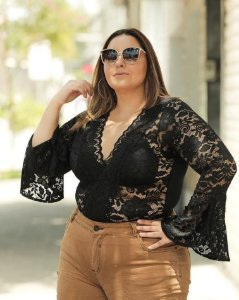 Body Manga Longa em Renda Plus Size