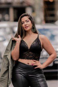 Top Strappy em Renda Plus Size